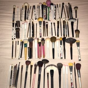 100 make up brushes.
